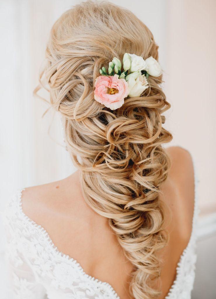 Красивая прическа на свадьбу из длинных волос