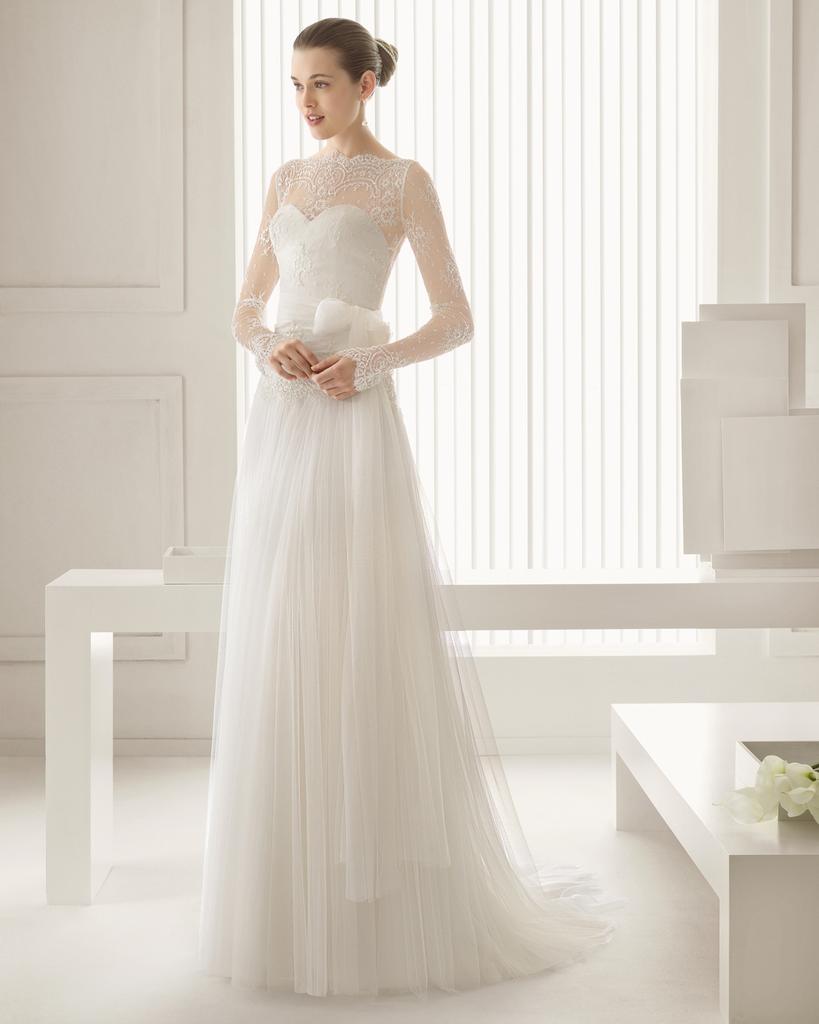 Узкие свадебные платья с кружевом
