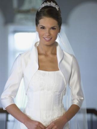 В салоне Stylebride вы можете купить свадебные болеро и накидки по